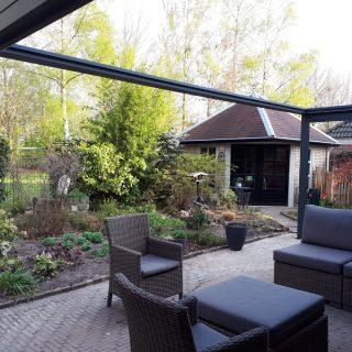 Cubola Veenendaal veranda met Soliadaire zonwering en screens