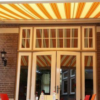 knikarmscherm zonnescherm  zonwering  hotel b&b Veenendaal Rhenen