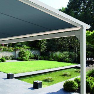 Piazzola pergola zonwering veranda met zonweringdoek tuin terras horeca