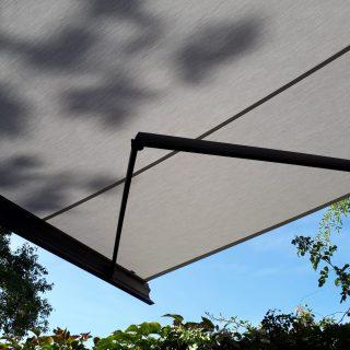 Terrasschermen knikarmschermen zonneschermen zonnewering Frema zonwering Rhenen Veenendaal Wageningen Ede Utrecht e.o.