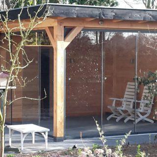 houten douglas veranda met glazen deuren wand glasschuifwandsysteem terrasoverkapping veranda overkapping Tiel Veenendaal Rhenen