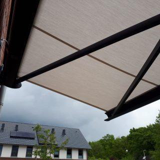 knikarmschermen grijs knikarmscherm terrasscherm Frema zonwering Rhenen Veenendaal Ede Wageningen Utrecht e.o.