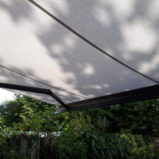 knikarmschermen grijs wit knikarmscherm zonnescherm zonwering