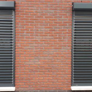 rolluiken met kantelbare lamellen antraciet grijze zonneschermen rolluik Lexmond Frema zonwering Rhenen Veenendaal Ede Wageningen Utrecht Gelderland Betuwe eo