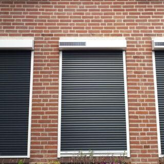 rolluiken op zonne-energie Huissen solarzonwering zonnepaneel draadloos snoerloos FREMA Zonwering Rhenen Veenendaal Wageningen Ede Utrecht eo