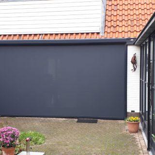 screens antraciet grijs zwart 5 meter breed ritsscreens zonneschermen zipscreens Frema zonwering Rhenen Veenendaal Ede Wageningen Utrecht Gelderland Betuwe e.o.
