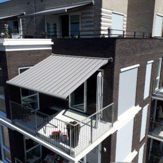 terrasschermen screens knikarmscherm Wageningen Frema zonwering Rhenen Veenendaal Ede Utrecht e.o.