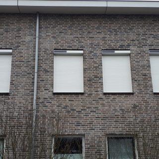 solar rolluiken wit rolluiken appartement Nijmegen op zonne energie rolluik Frema zonwering Rhenen Veenendaal Ede Wageningen Utrecht Gelderland Betuwe eo