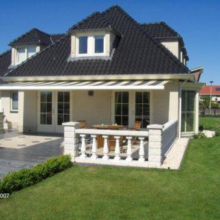 terrasschermen knikarmscherm Frema zonwering Rhenen Veenendaal Ede Wageningen