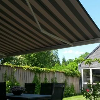 terrasscherm zonnescherm knikarmscherm Frema zonwering Rhenen Veenendaal Ede Wageningen 2
