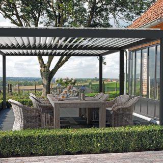 veranda met lamellendak Altera overkapping terrasoverkapping antraciet Frema zonwering zonweringspecialist Rhenen Veenendaal Wageningen Ede Utrecht Betuwe Gelderland e.o.