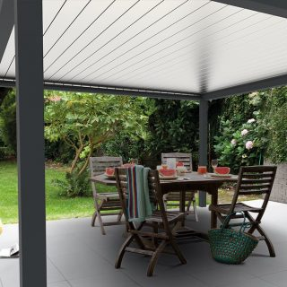 veranda met lamellendak overkapping grijs antraciet wit lamellen Frema zonwering Rhenen Veenendaal Ede Wageningen e.o.